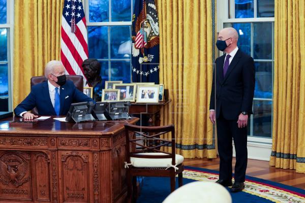 Biden avanza en su promesa de desmontar medidas antiinmigrantes de Trump