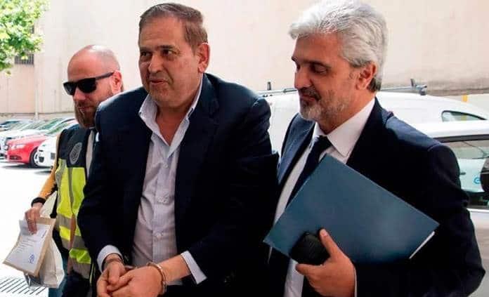 El magnate del acero Alonso Ancira llega a México extraditado desde España