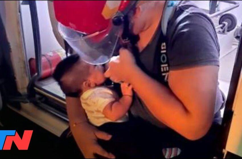 Mujer bombero amamantó a su hijo en medio de voraz incendio y luego siguió trabajando