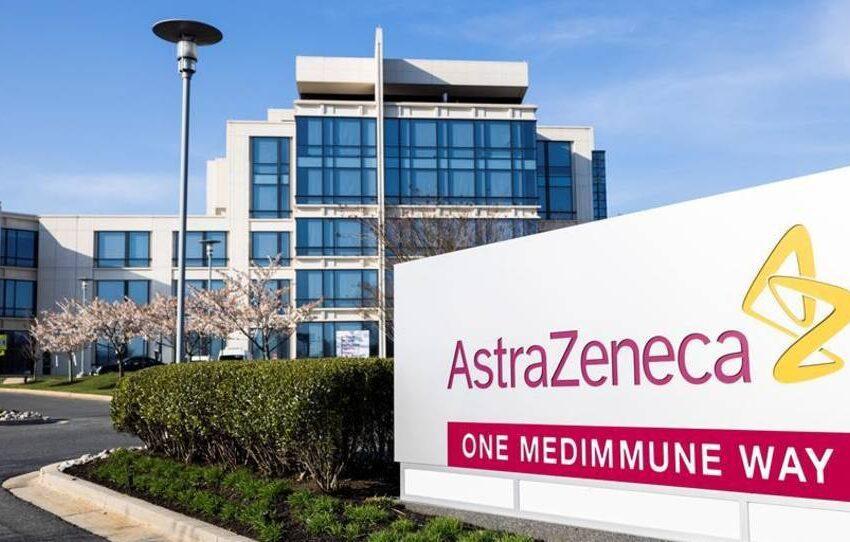 Oxford frena las pruebas en menores de su vacuna desarrollada con AstraZeneca