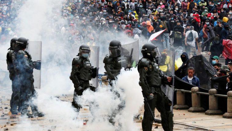 Protesta en Colombia contra impuestos deja dos muertos, heridos y detenidos