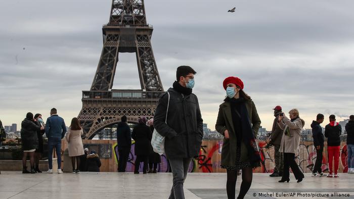 Francia prevé imponer cuarentenas obligatorias a viajeros de ciertos países