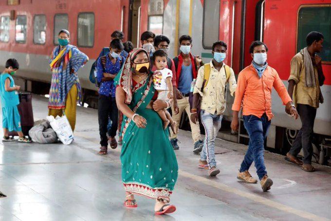 La India supera por primera vez los 200.000 casos diarios de coronavirus
