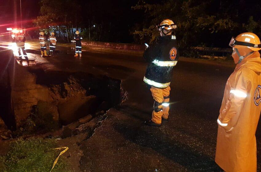 Inundaciones por fuerte aguacero anoche en diferentes sectores de la ciudad