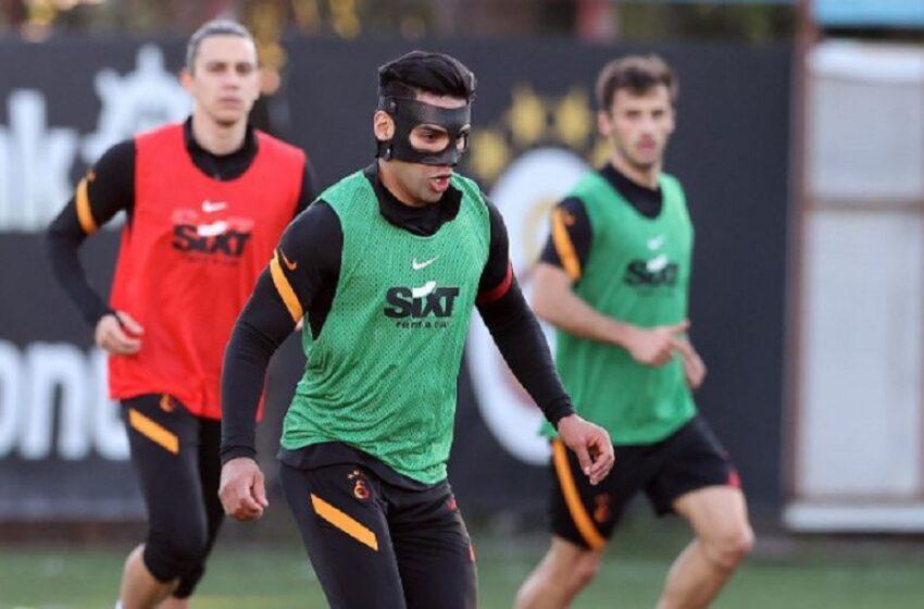 Falcao volvió a entrenar tras fractura facial, pero ahora usa particular máscara