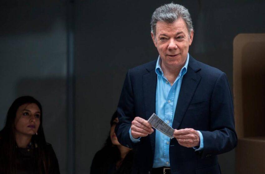 Expresidente Santos juzga desafortunado usar la política para destruir la paz