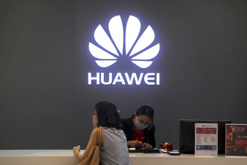 Huawei pierde su liderazgo en móviles y sale del 'top 5' tras 2 años de veto