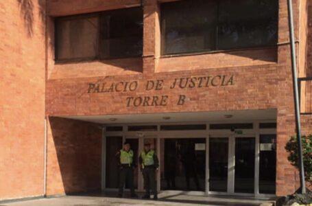 Con piedras lanzadas contra ventanales quebraron los vidrios en el Palacio de Justicia