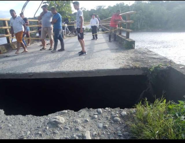 Grave afectación en accesos al puente vehicular sobre el río Duda en la Inspección de la Julia