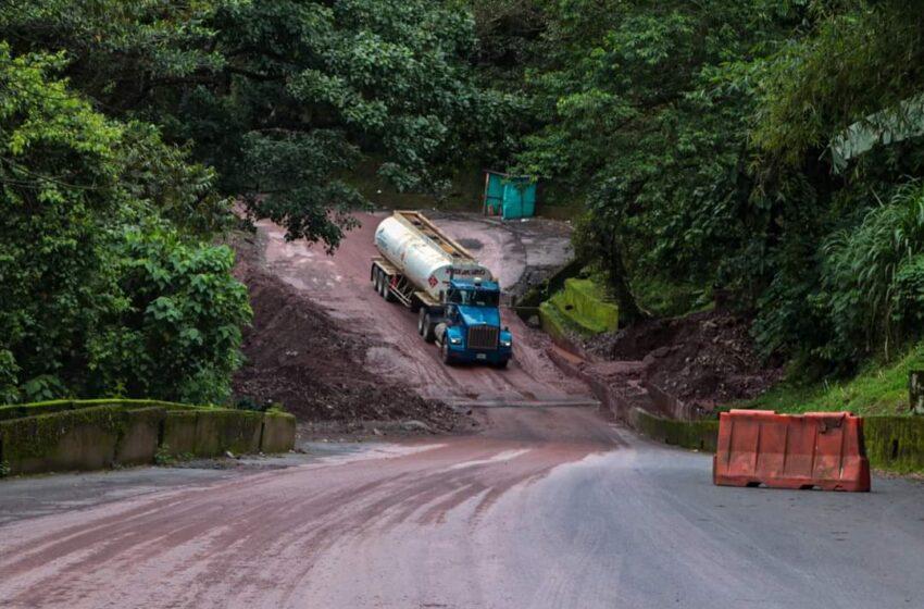 Antigua vía a Bogotá con tránsito a un solo carril entre Servitá y Rompe ejes