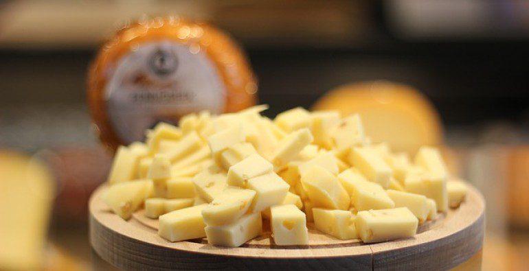 Ricos Bollitos en salsa de queso fundido. ¡Pruébalos!