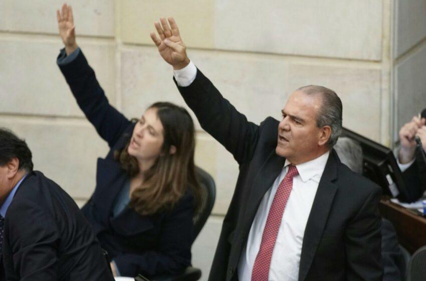 Uribistas del Meta respaldan al senador Mejía, quien dice estar amenazado