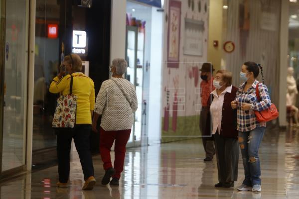Colombia apuesta por reabrir la economía en medio de lo peor de la pandemia
