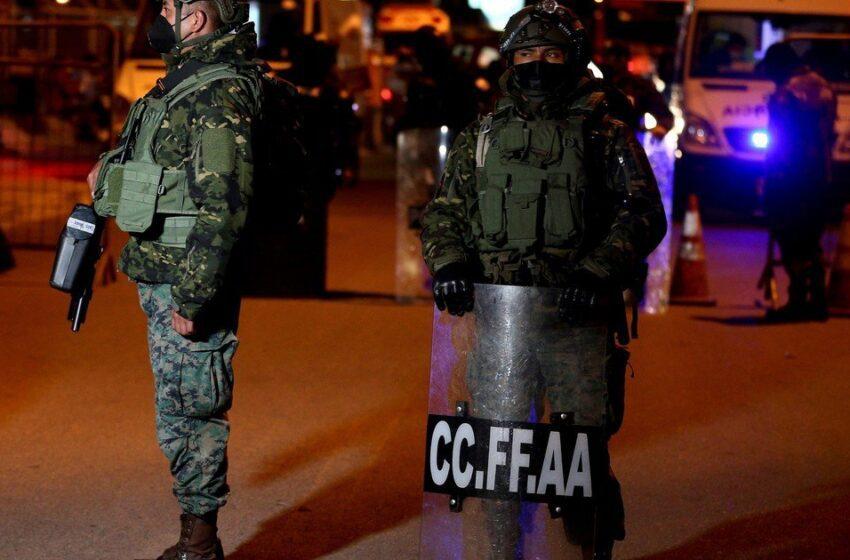 Al menos 18 presos muertos y policías heridos en motines en dos cárceles de Ecuador