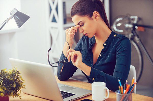 Estas son las pausas activas muy útiles para evitarle malestar y estrés a quienes usan el computador