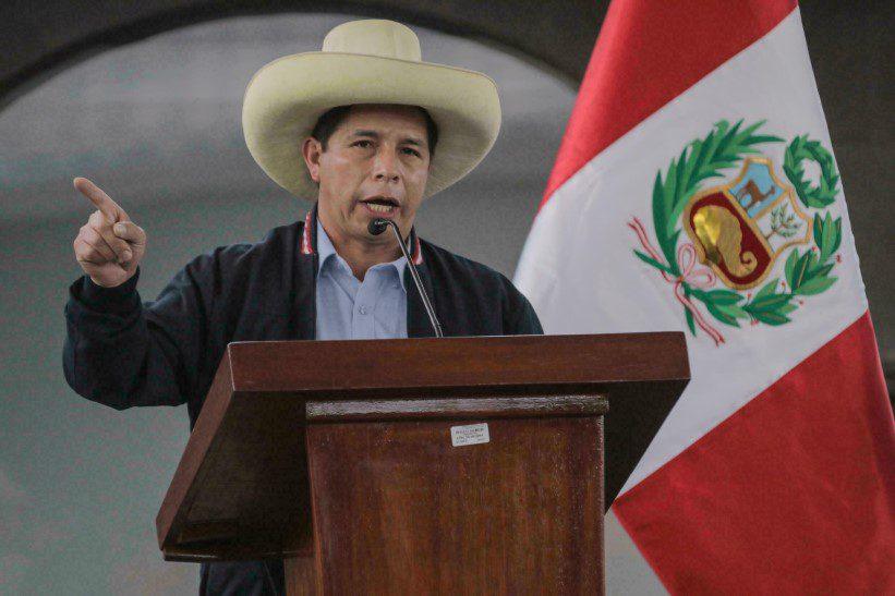 Pedro Castillo reta a opositores al conformar un gabinete de ala dura en Perú
