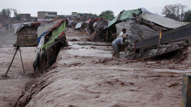 Aumenta a 200 las muertes por las inundaciones en el este de Afganistán