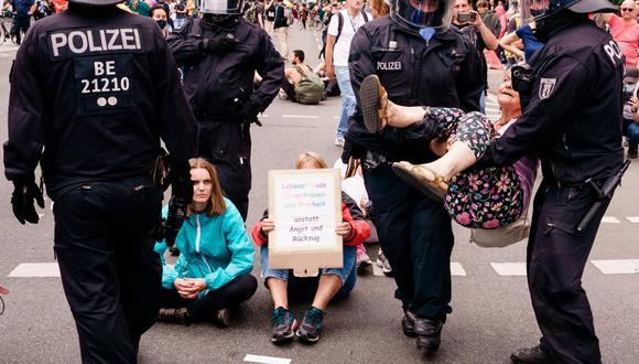 500 detenidos en Berlín en protestas no autorizadas contra medidas anticovid