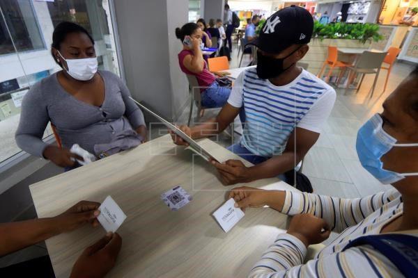 Colombia suma 73 fallecimientos por covid-19 y otros 2.467 nuevos contagios