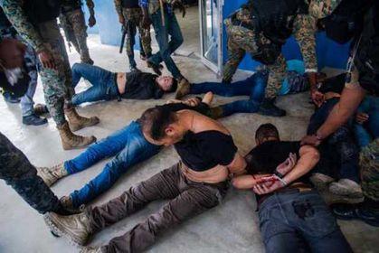 Denuncian que exmilitares colombianos detenidos en Haití están hacinados