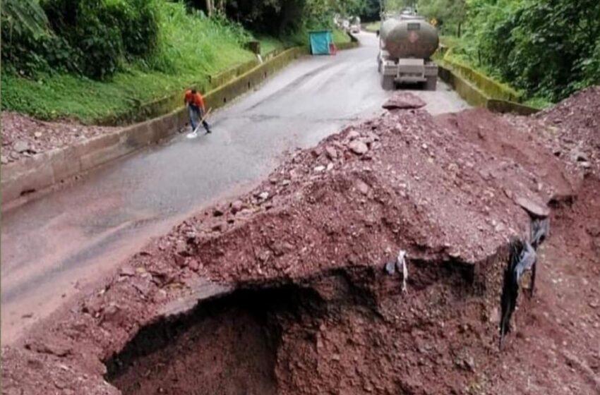 En riesgo de colapsar antigua vía a Bogotá por sector de rompe ejes