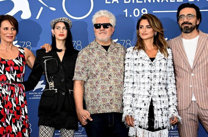 Almodóvar inaugura el Festival de Venecia reivindicando la memoria histórica en España