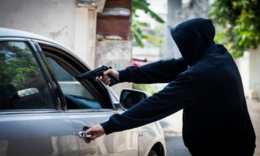 Hombres armados atracaron a la tesorera del IMDER llevándose $13 millones