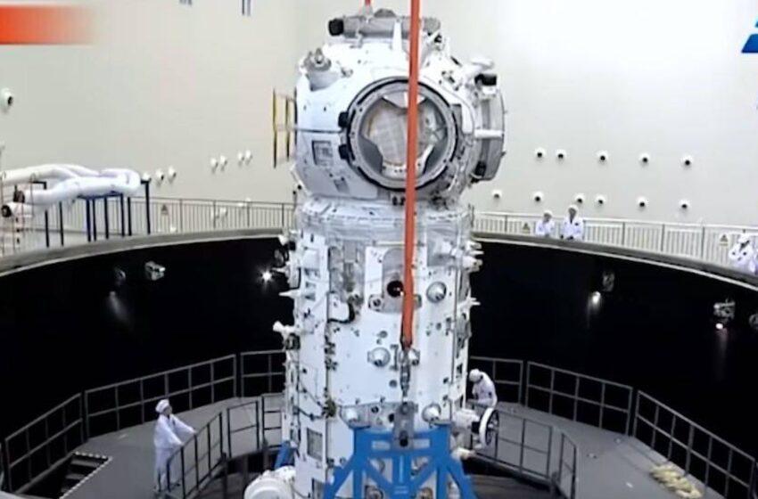 Los tres ocupantes de la estación espacial china emprenden el regreso a Tierra