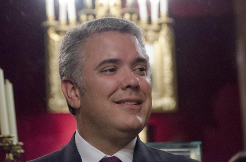Facebook permite llamar «marica» al presidente de Colombia por ser noticioso
